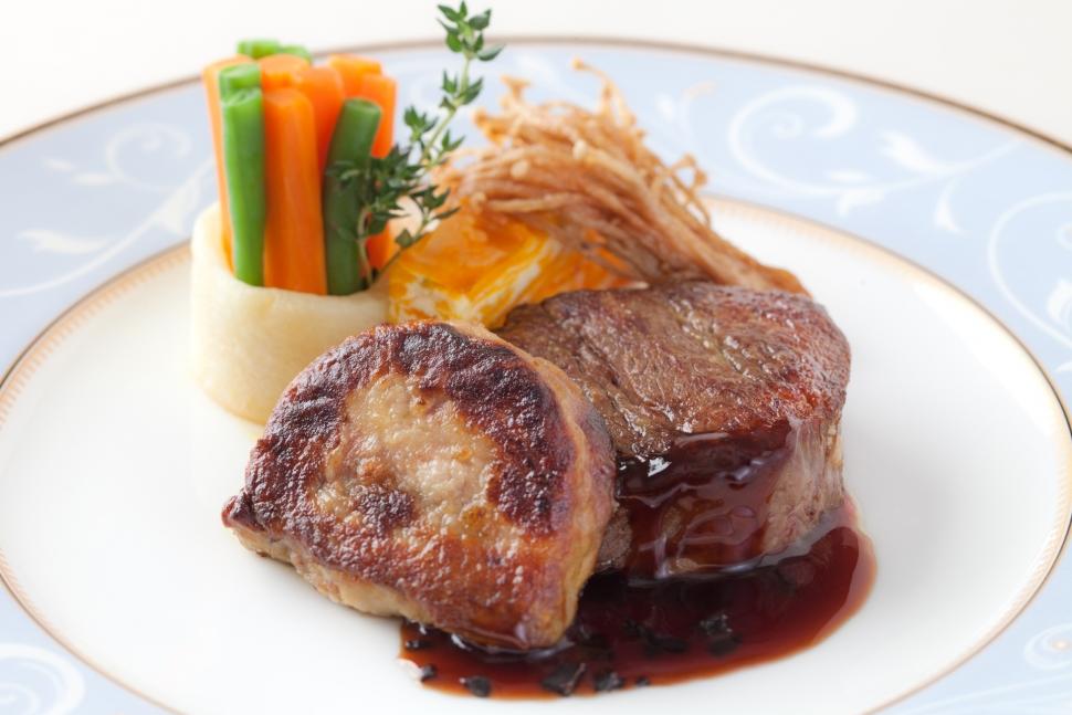 郡山ビューホテルアネックスのヒレステーキとフォアグラのメイン料理