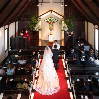 ヴィヴァンヴェールの教会で挙げる結婚式