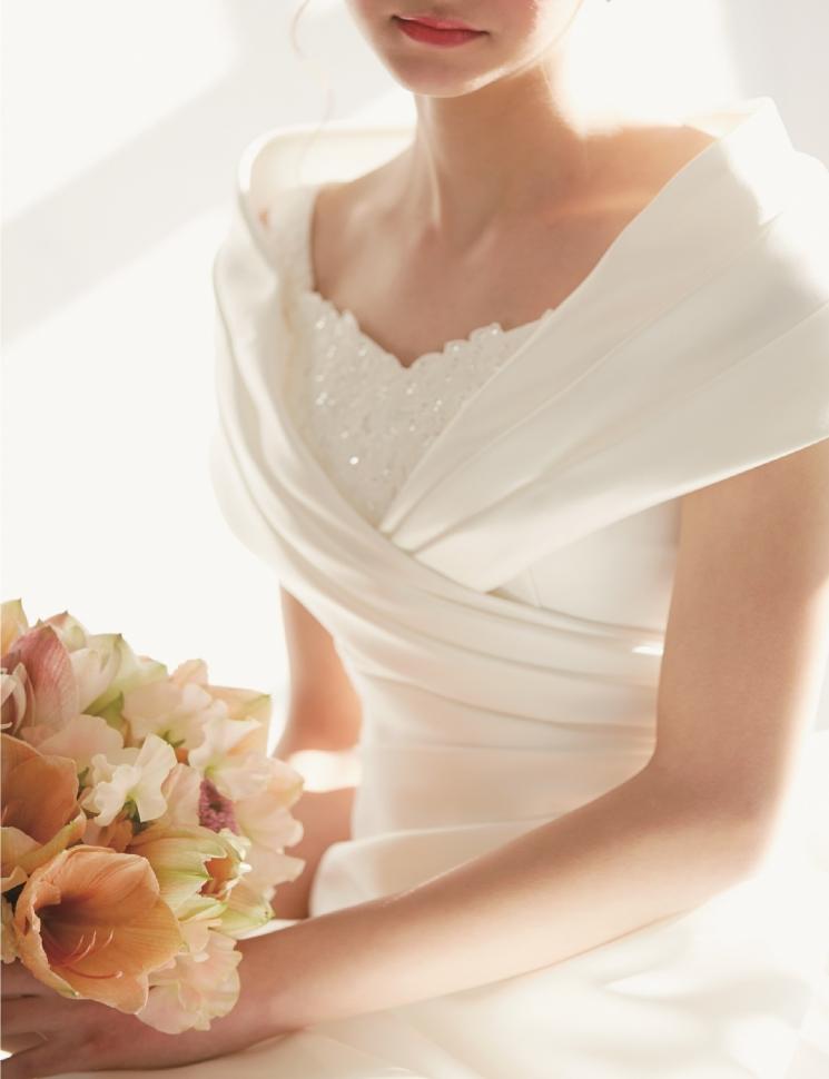 ウェディングドレスを着た清楚な花嫁