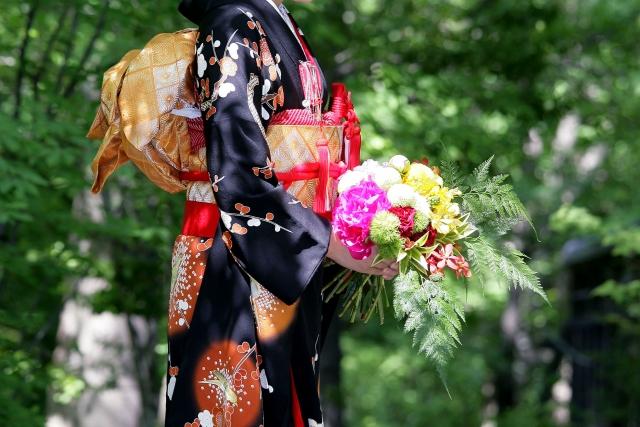 黒の引き振袖を着る花嫁